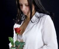 lány rózsával