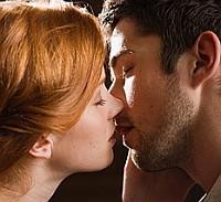 vörös lány, csók, párkapcsolat